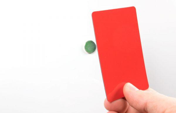 Grönt/Rött vändbart plastkort som fäster mot magnet