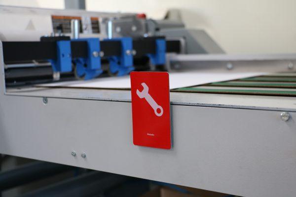 Grönt/Rött vändbart plastkort underhåll