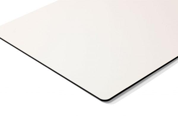 Chameleon Writing - Curve - Magnetisk whiteboardtavla med dold upphängning & utan ramar. Gjord i emalj stål med rundade svartlackerade kanter. (R=20)